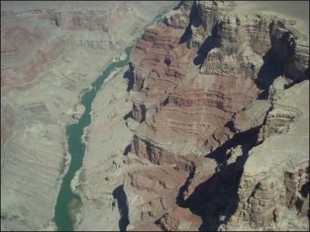 협곡사이 콜로라도강.jpg