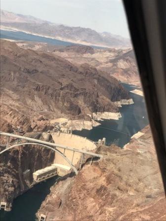 헬기아래 후버댐과 미드호수.jpg